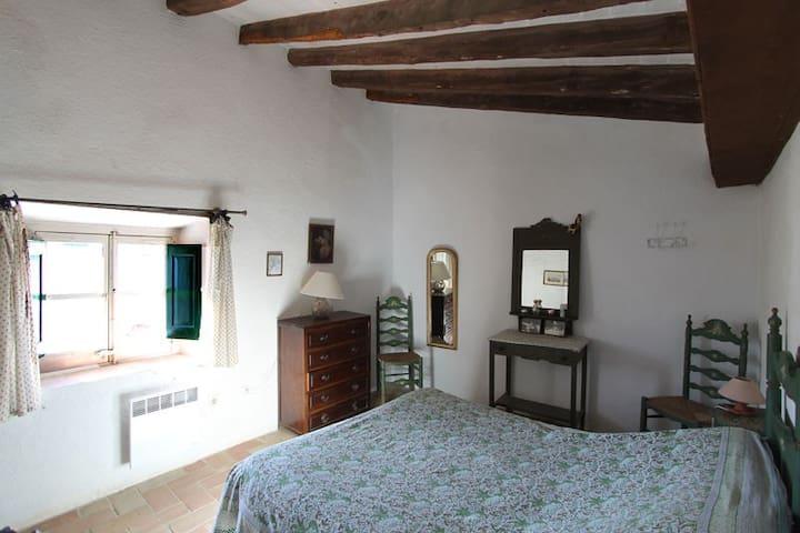 Chambre 3 au 2ème étage, 1 grand lit