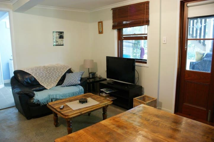 Separate entry, living/bedroom space with bathroom - West End - House
