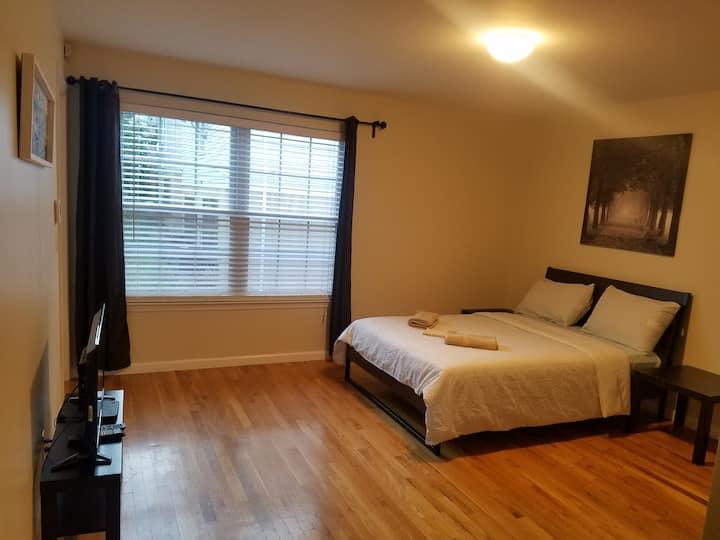 (M) Easy Access to EWR & Penn. The Matsu Room