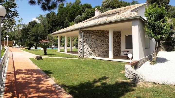 Villa con piscina per 14 pax vicino Pompei,Amalfi