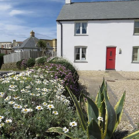 Cottage close to Fistral Beach with sea views.