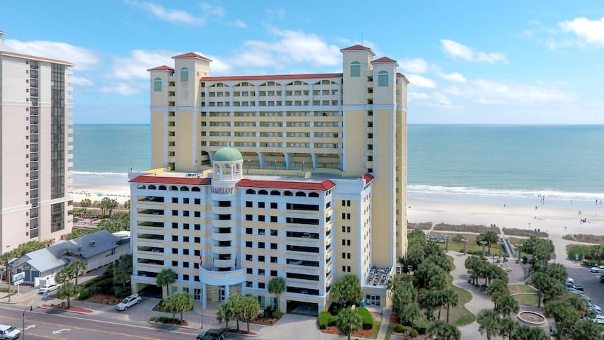 Oceanfront Studio for 6 | Private Balcony, Gym, Indoor Pool, and More!