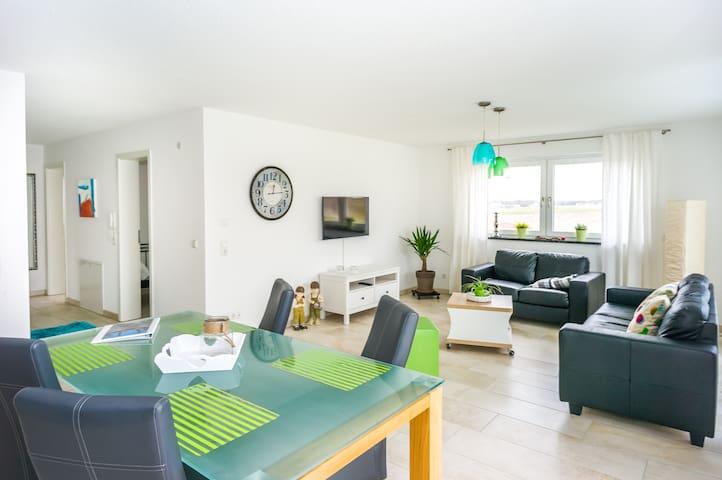 Apartment mit Balkon und 2 Schlafzimmer - Aulendorf - Apartamento