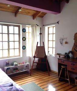 Charming colourful room. - Otavalo  - Casa