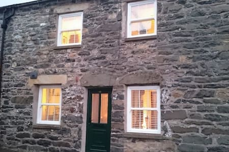 SHEEP FOLD COTTAGE, Sedbergh, South Lake District, Dales Border - Sedbergh - House