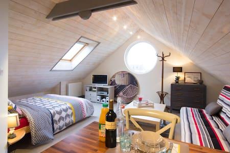 """""""Le hublot"""" studio cosy"""