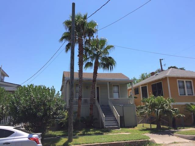 Cozy Old Home near Seawall - Galveston - Talo