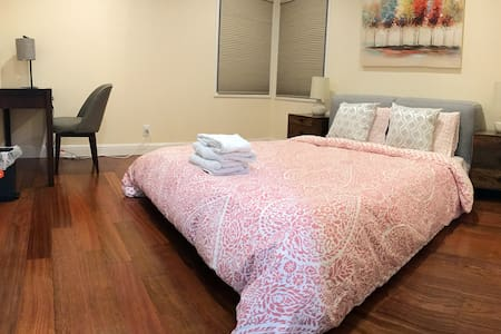 Private room in remodeled house(SFO - Millbrae