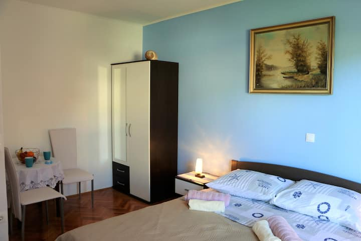 Blue apartment ,near the sea (50 m from the beach)