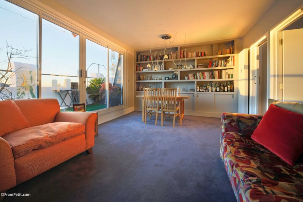 Shared Living Room with access to balcony overlooking the 'Notting Hill' garden.