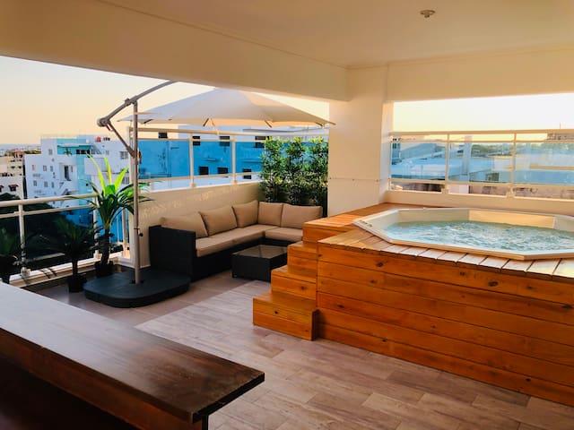 Ocean View, quiet & cozy 3 bedrooms penthouse.