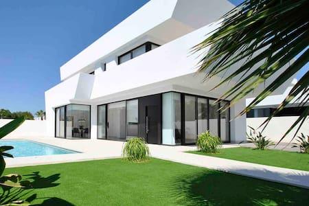 Villa in Spain for 8, brand new , Costa Blanca
