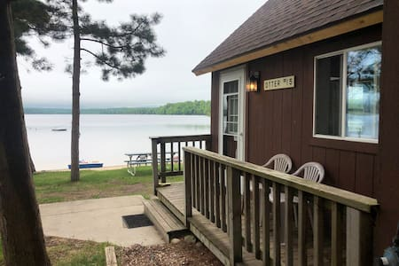 Northwoods Sandy Beachfront Cottage on AuTrain Lk!