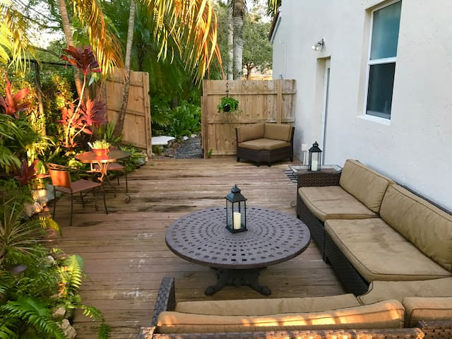 Newly renovated Private Apt w/ secluded patio area