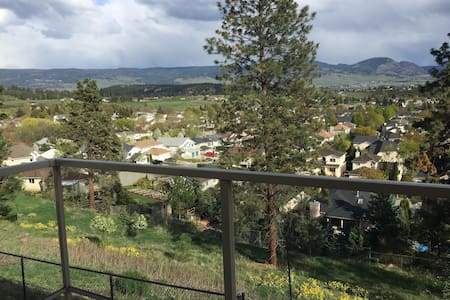 Mountain view 2 bedroom - Kelowna - Huis
