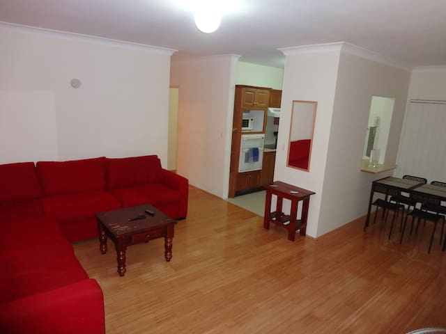 Cozy apartment, close to Parramatta CBD - Granville