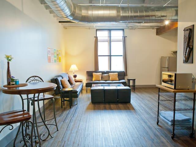 Riverfront Condo (Sleeps 16+) - Nashville - Hostel