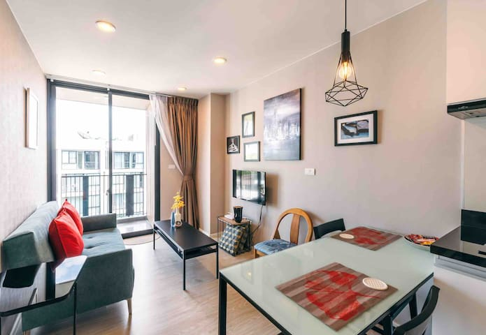 Modern condo in Nimman by Belcarra Spaces (F807)