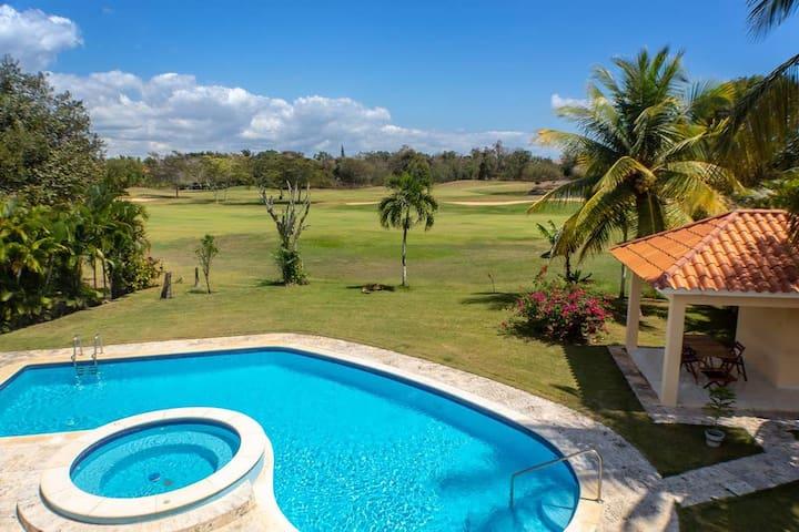 ✪ Golf Villa with Pool, Jacuzzi, WIFI + BBQ