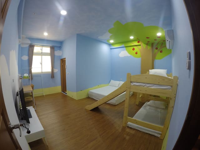 Sweet room near Ilan city center 近宜蘭轉運站與火車站 - Yilan City - Hus