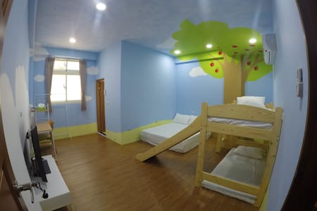 Sweet room near Ilan city center 近宜蘭轉運站與火車站 - Yilan City - Casa