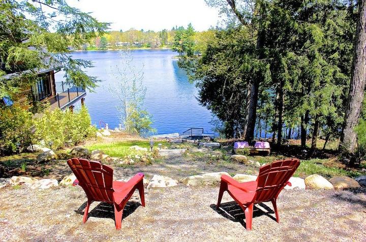 Charming Lakefront Bala Cottage