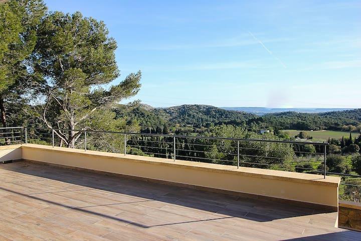Terrasse de 50 m2 donnant sur le jardin (terrain privé de 3000 m2)