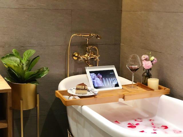 「24H color」网红咖啡厅浴缸艺术大床房