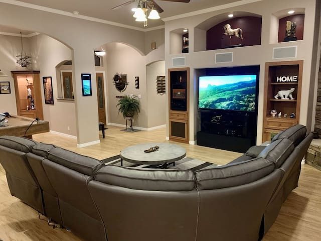 Ultimate entertainment and relaxation 4 bedroom