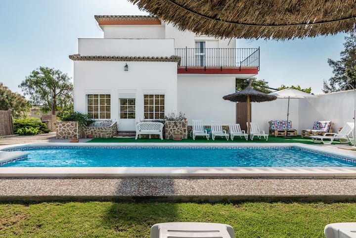 Spacious villa with garden and pool - Villa Sol