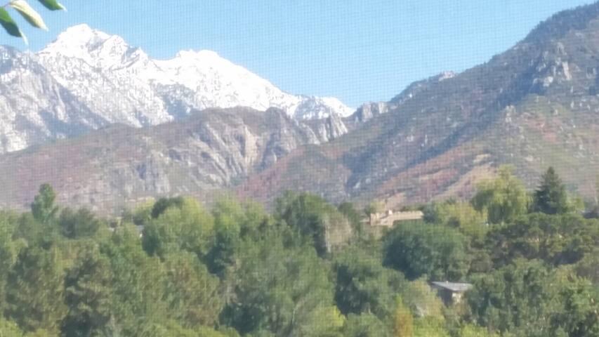 Comfy Beauty Hikes- Views!! Minutes to Ski Resorts - Sandy