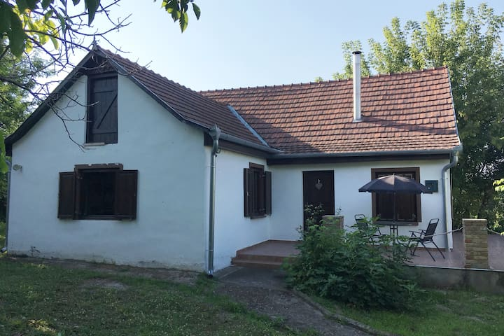 "Lynne's ""Little House"" in Hungary"