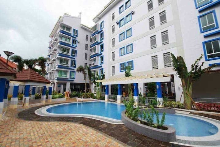 Clean & Affordable Unit at Scandia, South Forbes! - PH - Appartement