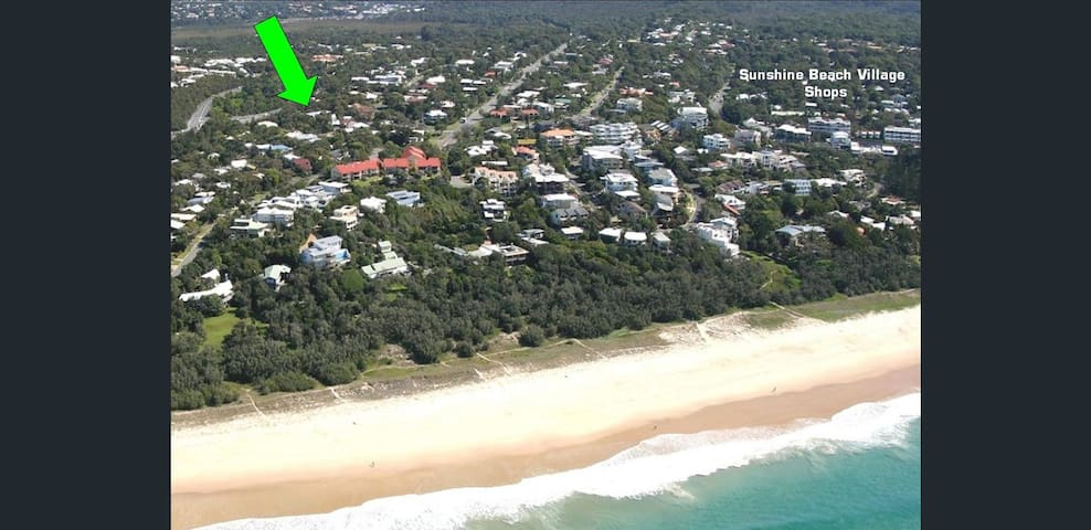 200m to the beach and a 5 min to Duke St shops