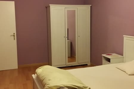 Spacious room close to train station & city center - Sint-Niklaas