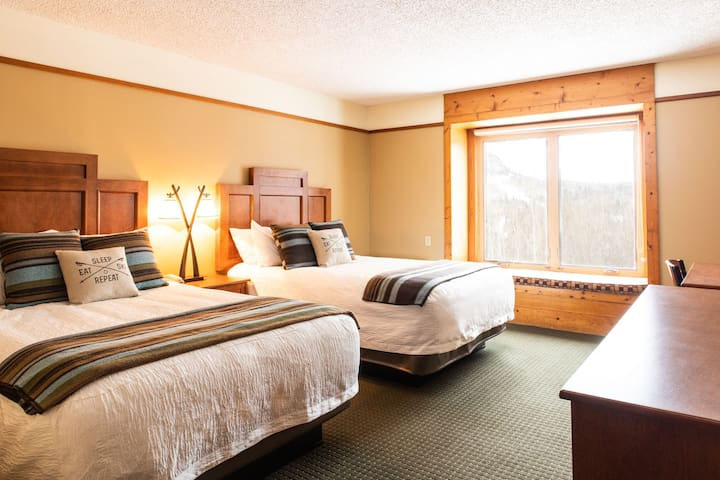 NEW!! Pet Friendly &  Mountain View Private Room
