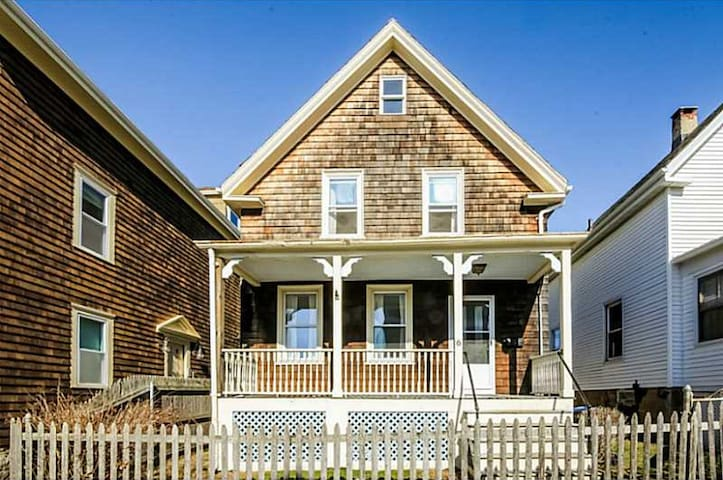 Perfect location for Newport! - Newport - House