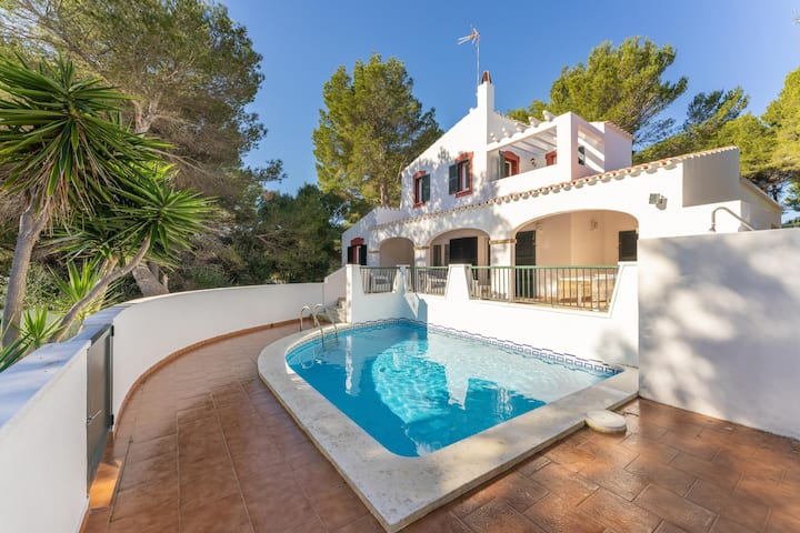 """Magnificent Villa """"La Pérouse"""" near the Beach and the Golf Course with Private Pool, Terrace, Garden, A/C & Wi-Fi; Parking Available"""