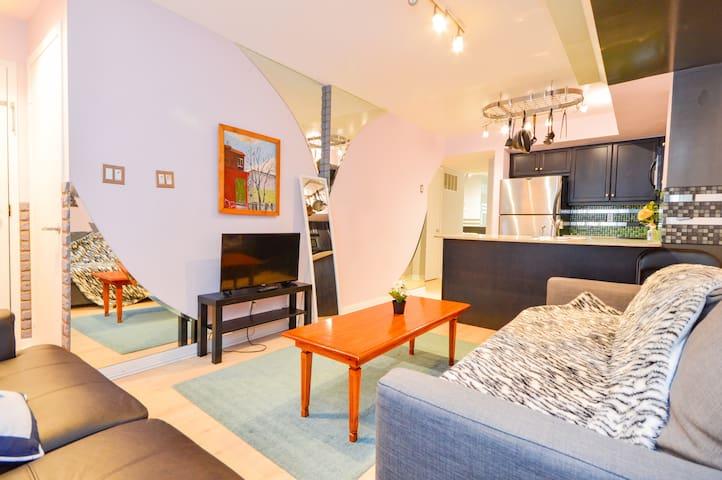 Cozy 2Bedroom+Den Condo with parking