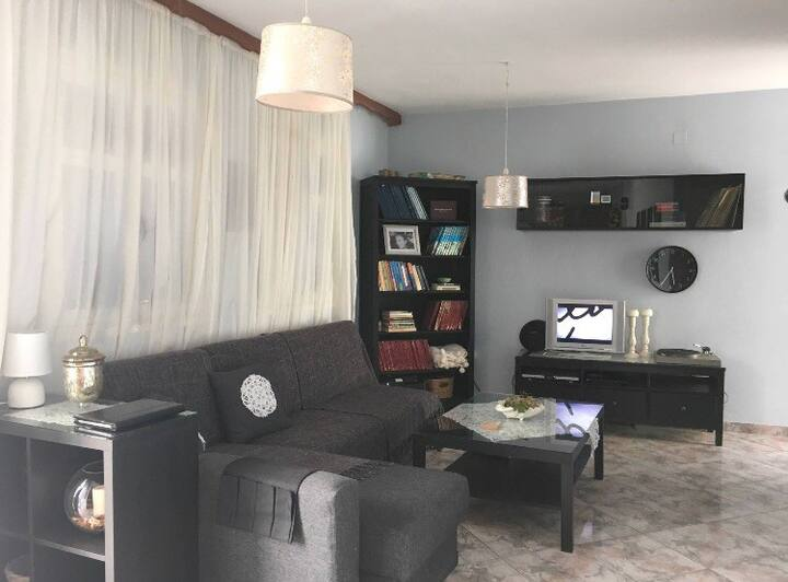 2 BDR apartment in trad. village. Close to Beach