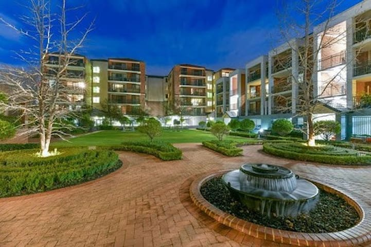 Entertainment District  Northbridge Apartment in