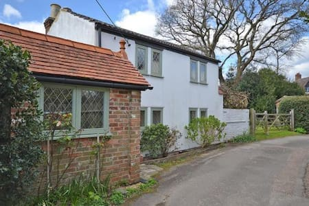 New Forest - 300 year old cob cottage - Everton