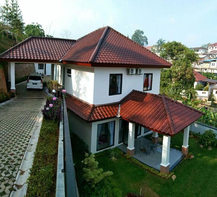 Villa Puncak 3BR Alam Asri