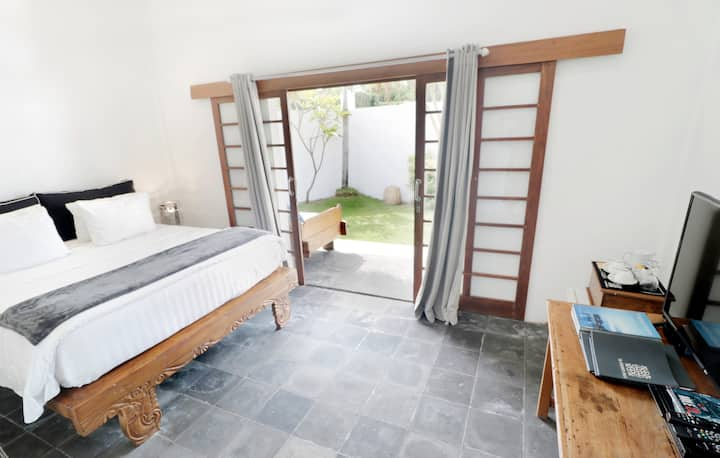 Stylish Deluxe Room 2 with private entrance