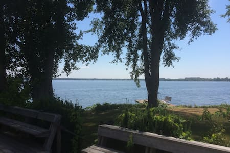Waterfront Cottage, Sleeps 6, location - location - Carrying Place - Cabin