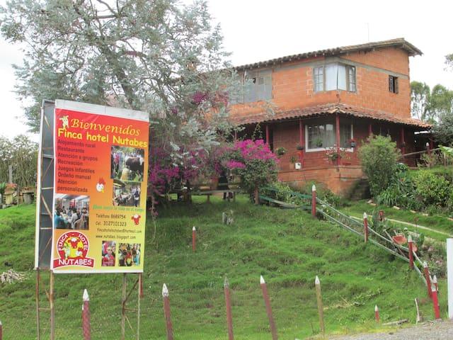 Alojamiento recreación turismo paz - Bello - ที่พักพร้อมอาหารเช้า