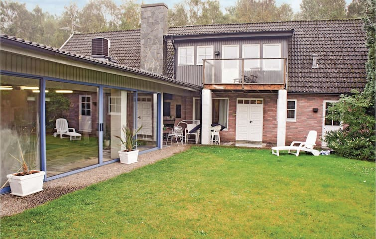 Holiday cottage with 3 bedrooms on 390m² in Nybrostrand