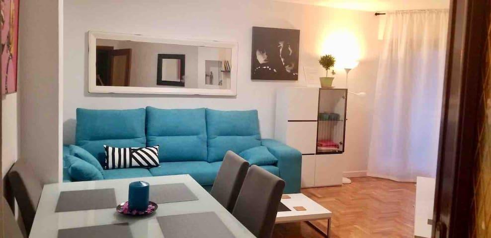 Apartamento completo, céntrico, terraza VUT-47-173