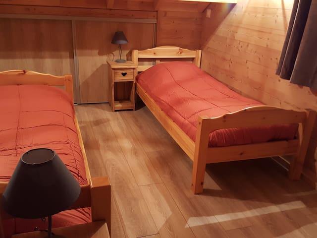 3 ème chambre  avec 2  lits simples