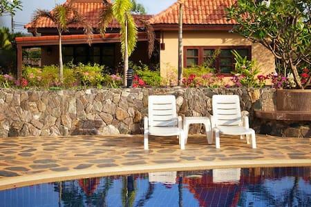 Family-friendly house by the pool and Ocean.